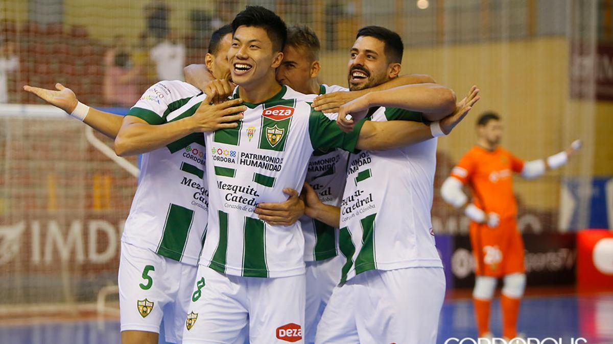 Shimizu, celebrando un gol en Vista Alegre