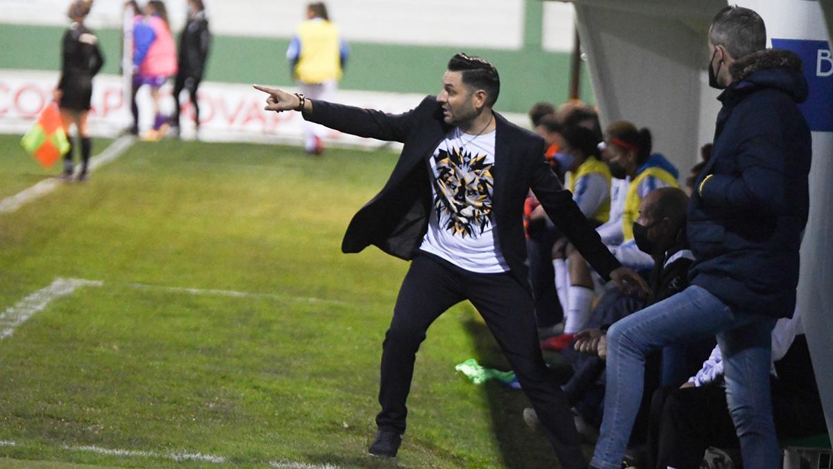 Manuel Fernández, durante un partido con el Pozoalbense