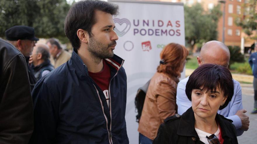 Javier Sánchez Serna y Esther Herguedas, candidatos al Congreso por Unidas Podemos, en el acto electoral celebrado en Lorca