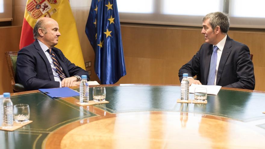 Clavijo dice que De Guindos tiene interés por viajar a Canarias para conocer de cerca las inversiones del Gobierno