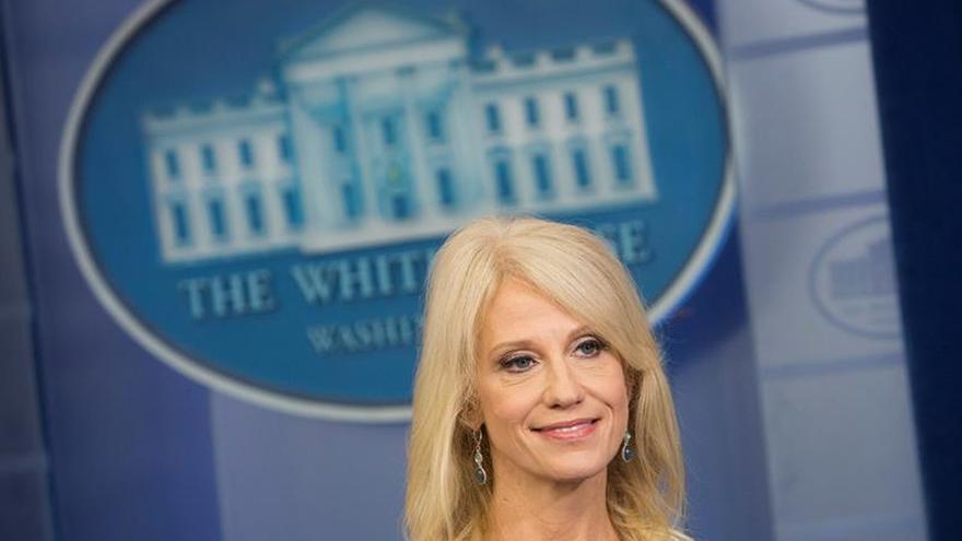 """La asesora del presidente dice que Trump tiene una """"gran comprensión"""" por las mujeres"""