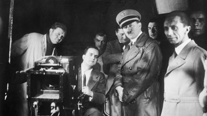 Adolf Hitler y Joseph Goebbels en los estudios de la UFA | Wikipedia Commons