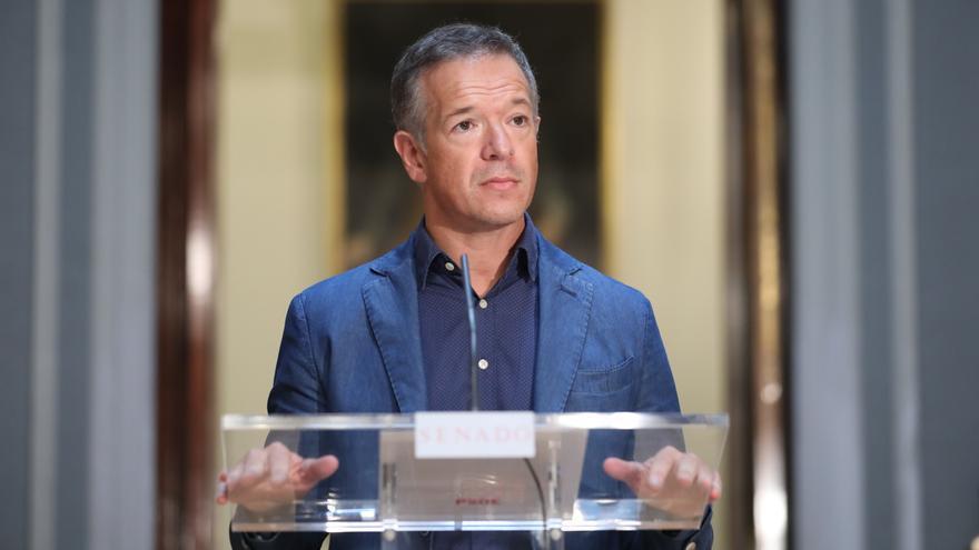 Archivo - El portavoz del PSOE en la Cámara Baja, Ander Gil, ofrece declaraciones a los medios de comunicación tras la reunión de la Junta de Portavoces en el Salón de Pasos Perdidos de la Cámara Alta, en Madrid (España), a 1 de septiembre de 2020.