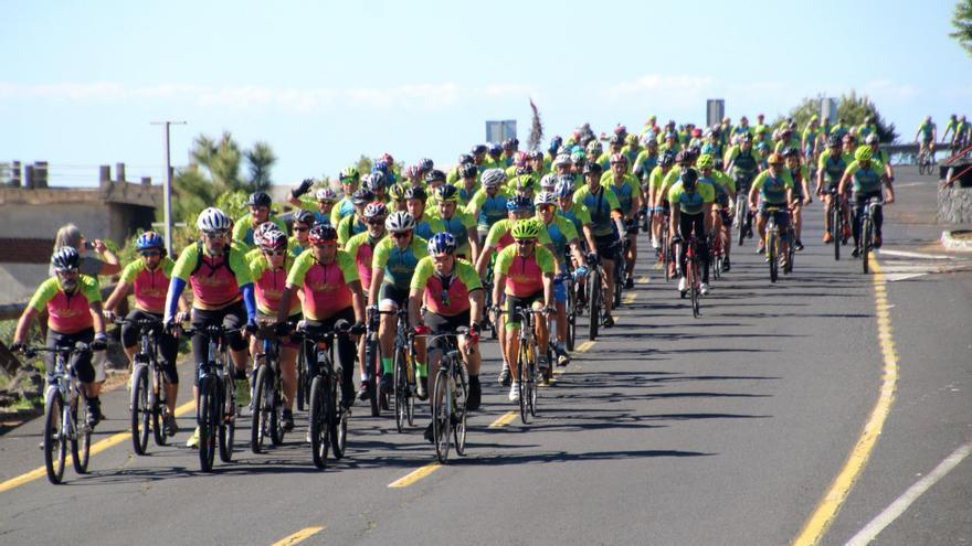 La marcha ciclista ha congregado a más de 900 personas. Foto: JOSÉ AYUT.