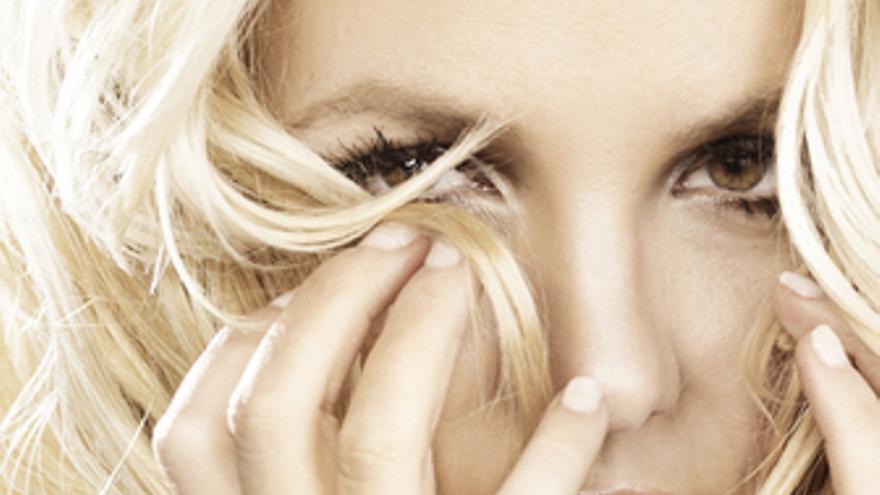 Portada del single de Britney Spears 'Hold it against me'