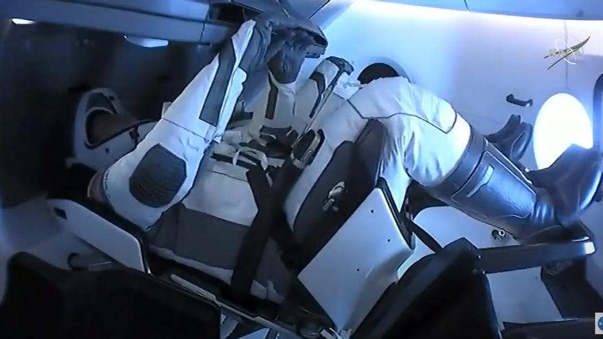 Los astronautas de la Crew Dragon en su viaje de vuelta a la Tierra