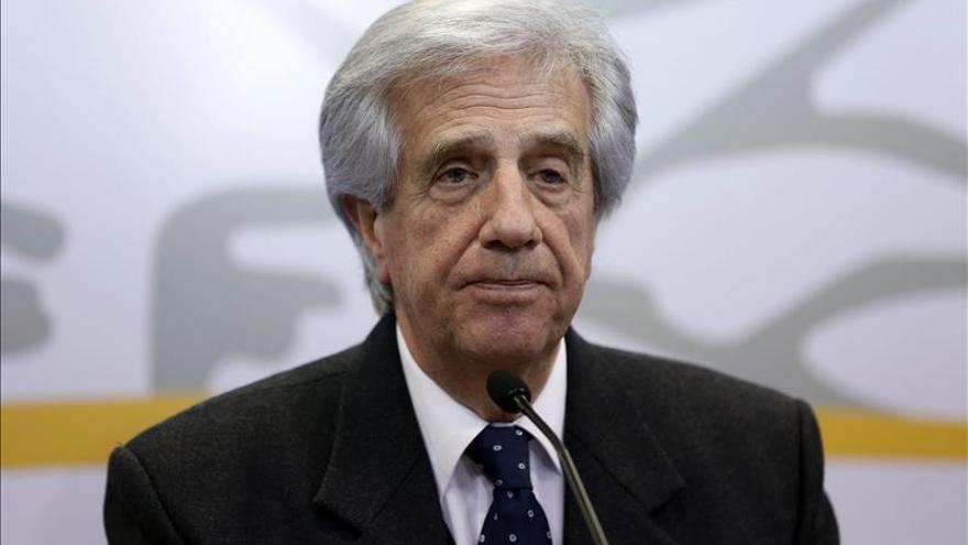 """Distinguen como """"prócer de la medicina"""" a Tabaré Vázquez en Argentina"""