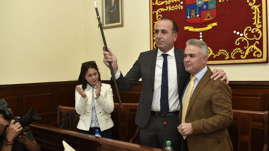 José Luis Báez toma posesión como alcalde de Teror.