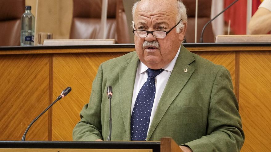 Archivo - Imagen de archivo dl consejero de Salud y Familias, Jesús Aguirre, en el Pleno del Parlamento andaluz