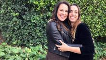 """La directora y la protagonista del largometraje """"Conejo"""", las venezolanas Carla Forte (d) y Malena González (i), posan para Efe durante una entrevista el miércoles 4 de marzo de 2020, en Miami, Florida (EE.UU.). Forte, directora de """"Conejo"""", un filme rodado en Cuba en nueve días con el que compite por el premio iberoamericano HBO en el Miami International Film Festival, hace cine """"por necesidad"""", según dice a Efe. El filme es uno de los más de veinte que compiten por el premio HBO al largometraje iberoamericano, dotado de 10.000 dólares."""