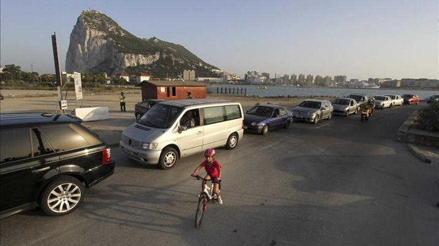 Gibraltar dice que las colas continúan tras la visita de los inspectores