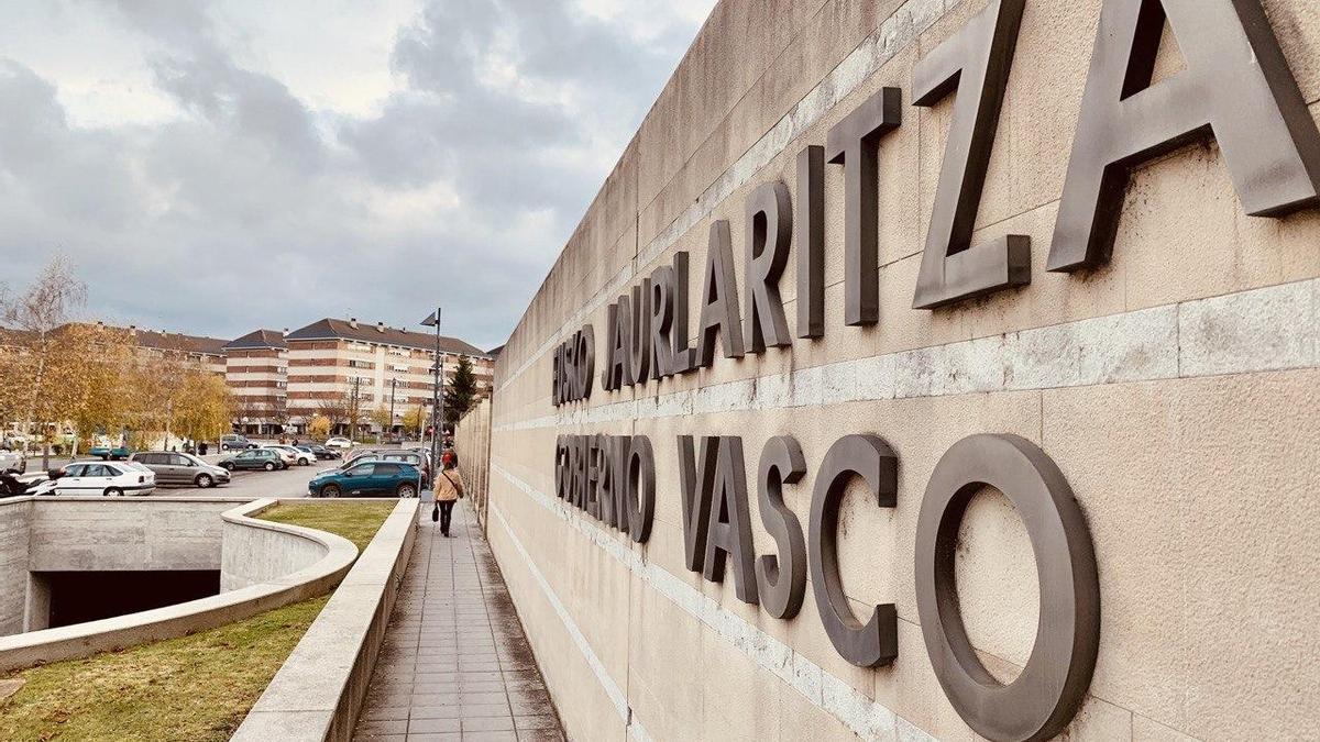 Entrada a la sede del Gobierno vasco en Lakua