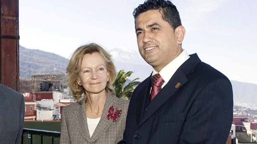Manuel Correa en una imagen de archivo de una visita de Elena Salgado cuando era ministra. (MInisterio de Hacienda)