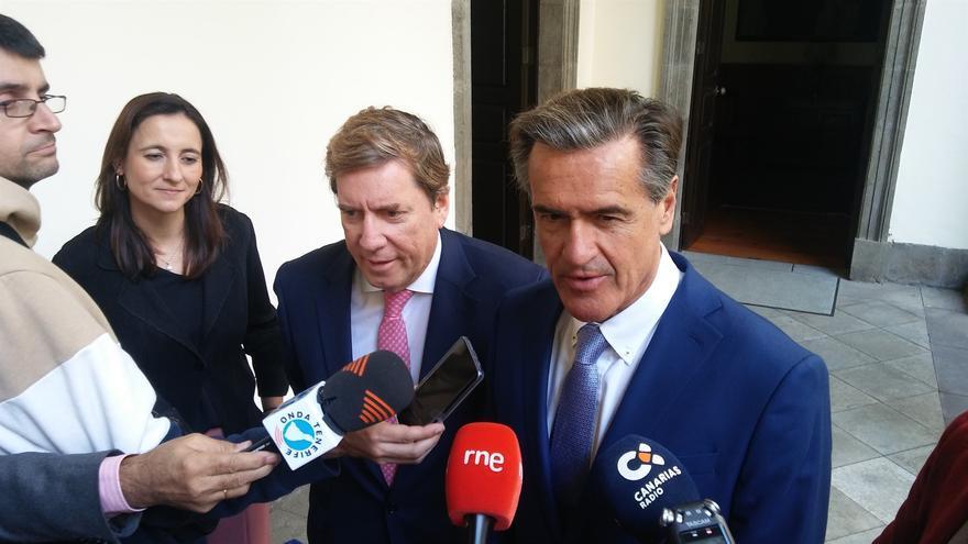 Los eurodiputados Gabriel Mato y Juan Fernando López Aguilar, este viernes en la Cámara regional