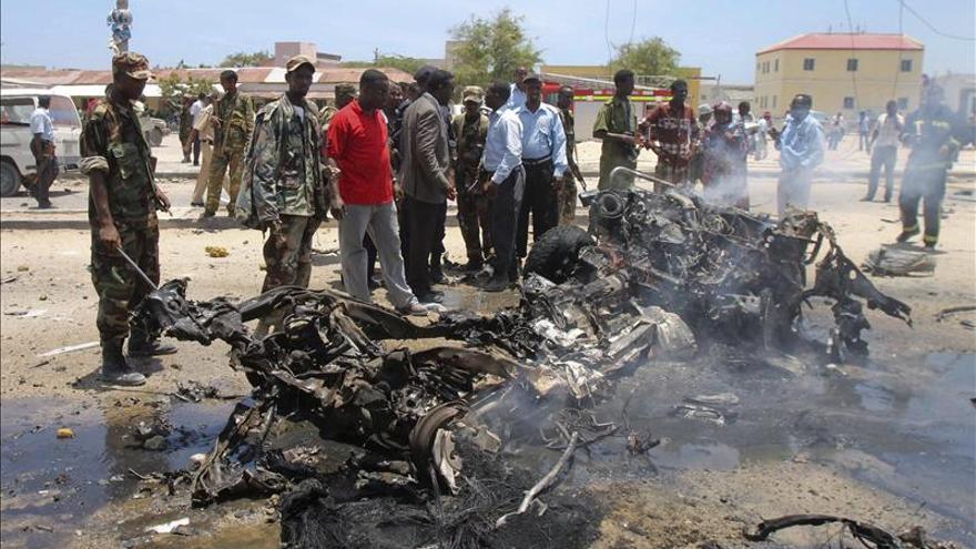 Al menos cuatro muertos en un atentado suicida contra un hotel de Mogadiscio