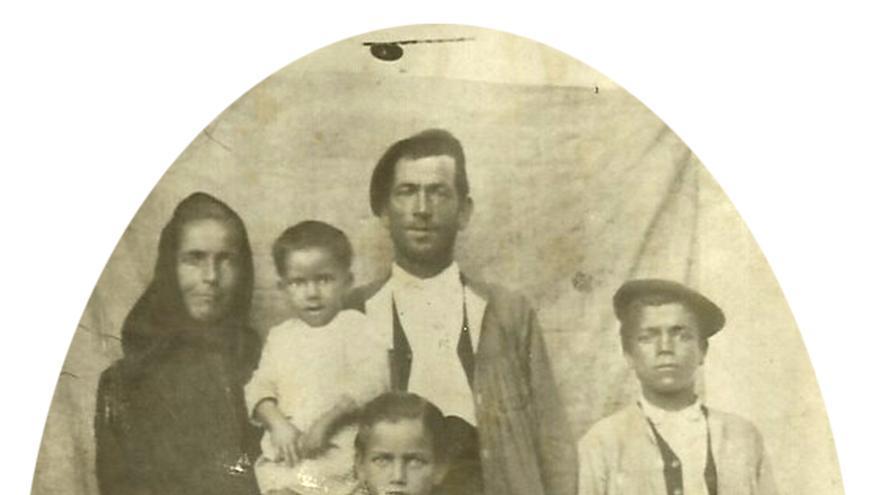 Estanislao Gallego y su familia