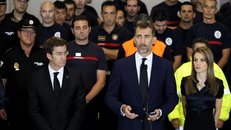 Rajoy y los Príncipes asisten hoy al funeral por las víctimas en Santiago
