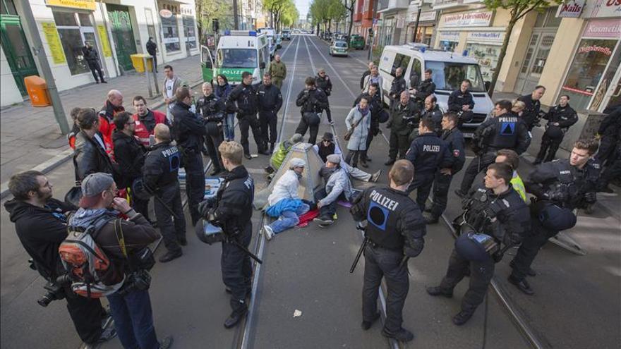 Manifestantes de izquierda bloquean las marchas de la ultraderecha en Alemania