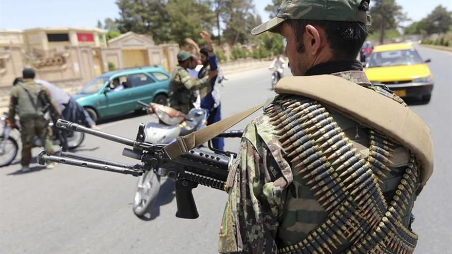 El EI asume la autoría del atentado contra una mezquita chií de Kabul