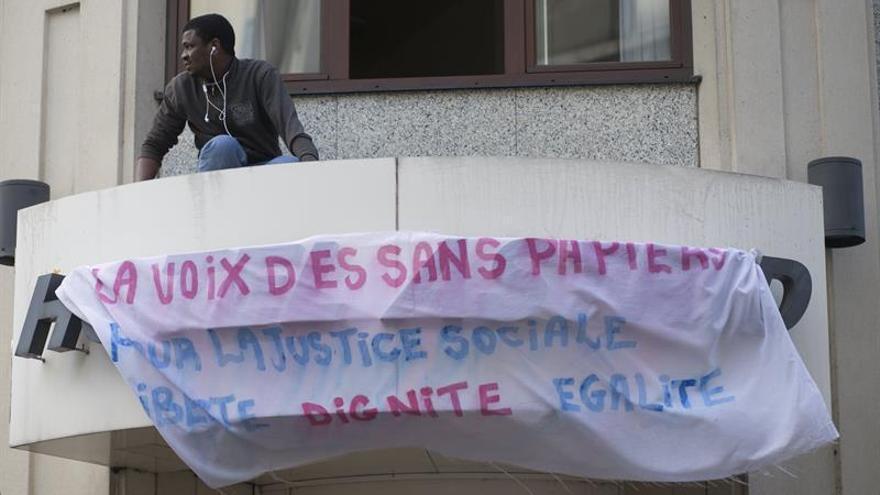 Unos 80 demandantes de asilo ocupan un hotel abandonado en Bruselas