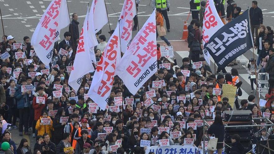 Seúl acoge de nuevo una gran protesta para pedir la dimisión de su presidenta