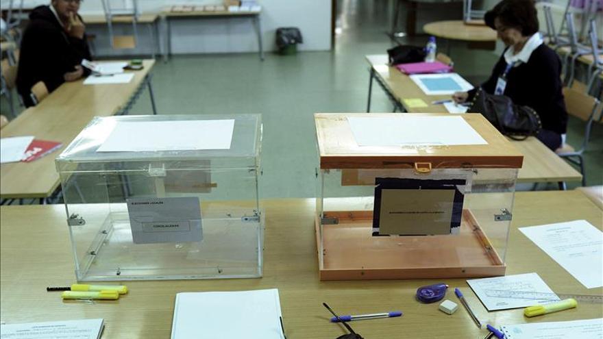 Abren los colegios electorales para empezar a depositar los votos del 24M