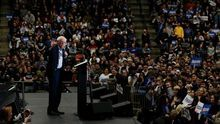 Sanders llega a las primarias de New Hampshire como favorito y cierra la campaña con un baño de masas