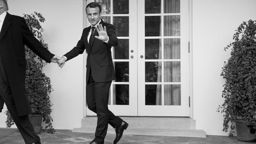 'Unilateral', ganadora del tercer premio en la categoría 'Noticias generales'. El presidente de los Estados Unidos, Donald Trump, dirige de la mano al presidente de Francia, Emmanuel Macron, mientras camina hacia la Oficina Oval de la Casa Blanca