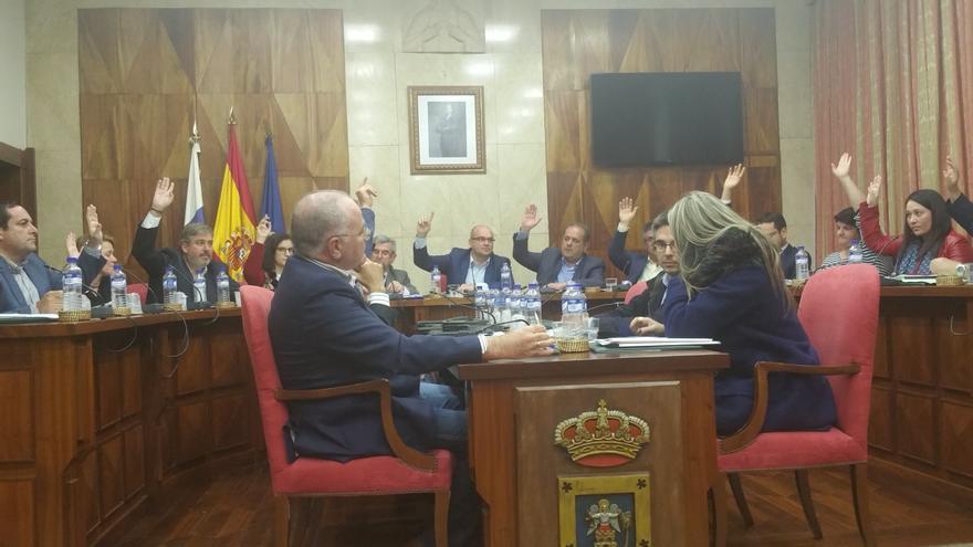 En la imagen, momento de la votación de nacionalistas y socialistas. Foto: LUZ RPDRÍGUEZ