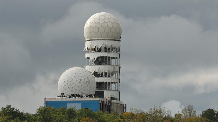 """La estación de espionaje del Teufelsberg, la """"Montaña del diablo""""."""