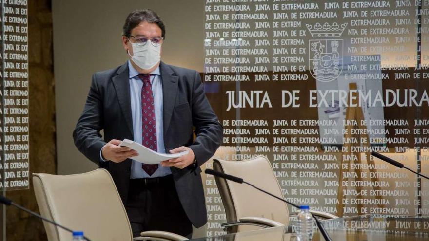 El consejero de Sanidad y Políticas Sociales, José María Vergeles