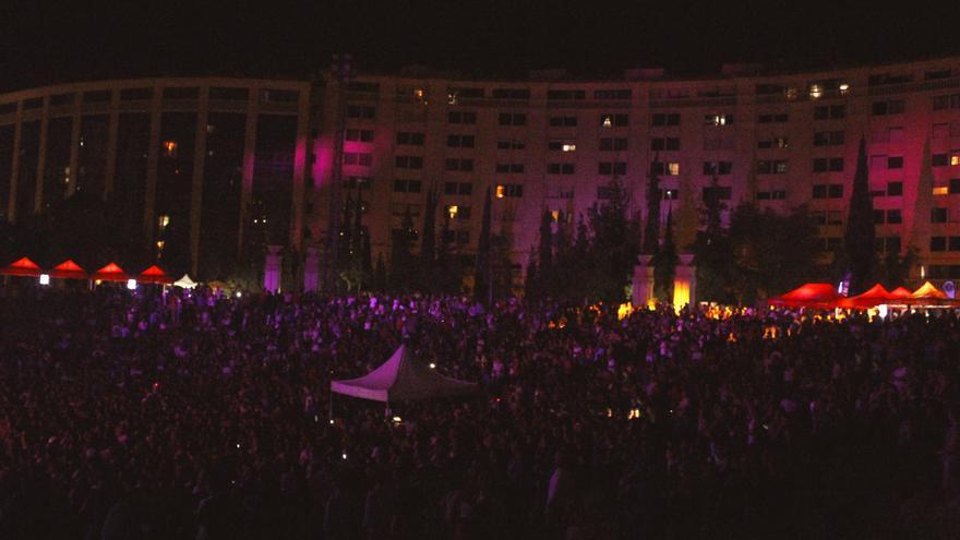 Duncan Dhu y Hombres G reunen a 4.000 personas en el Iberia Festival