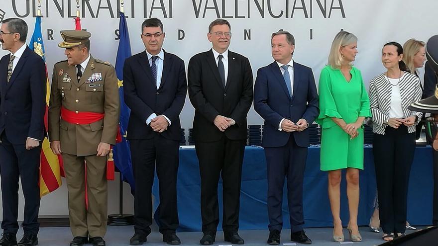 El president de las Corts, Enric Morera, junto al president Ximo Puig en el homenaje de la Generalitat a los agentes de los cuerpos y fuerzas de seguridad del Estado
