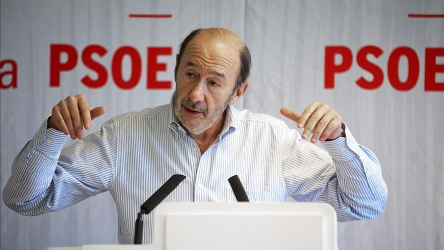 Rubalcaba: Cospedal ha presidido a tiempo parcial y merece un castigo electoral