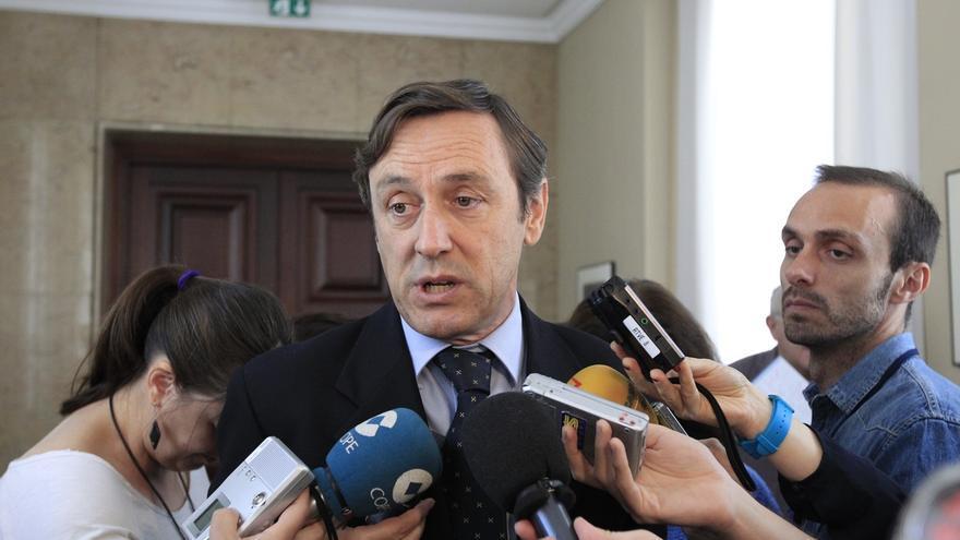 El PP recuerda a Rivera que su candidato andaluz es anterior a la democracia