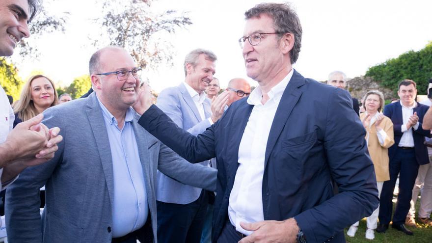Feijóo y su secretario general, Miguel Tellado, el pasado lunes en la junta directiva extraordinaria del PPdeG