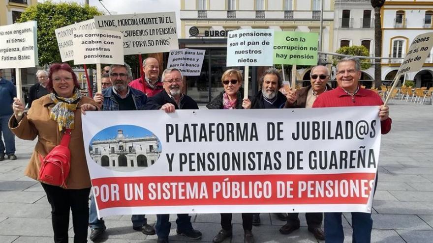 Pensionistas en la concentración de la capital extremeña / Plataforma de Mérida por la Defensa del Sistema Público de Pensiones