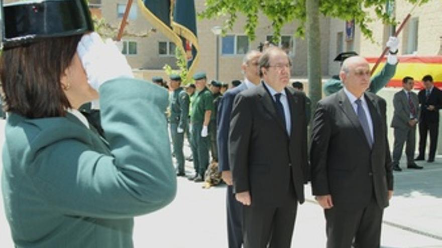 Herrera (I) Y El Ministro De Interior (D)