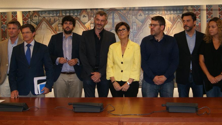 Miembros de la Comisión de Investigación sobre el Auditorio de Puerto Lumbreras, con Rosa Peñalver