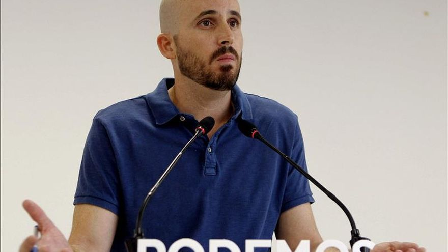 Nacho Álvarez, responsable económico de Podemos, en una rueda de prensa.