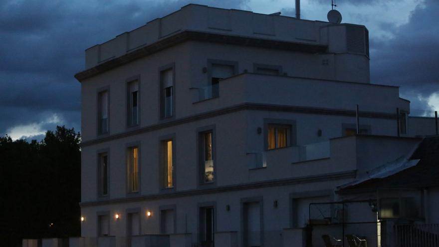 Fachada del edificio en el que se aloja Isabel Díaz Ayuso