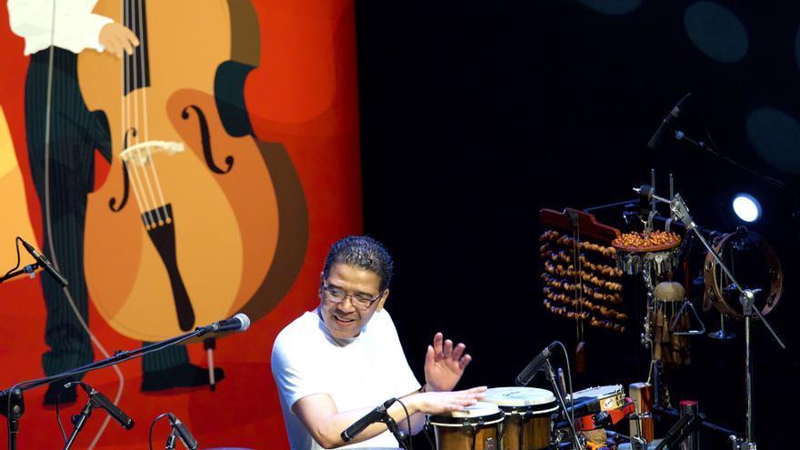 El percusionista cubano Luisito Quintero