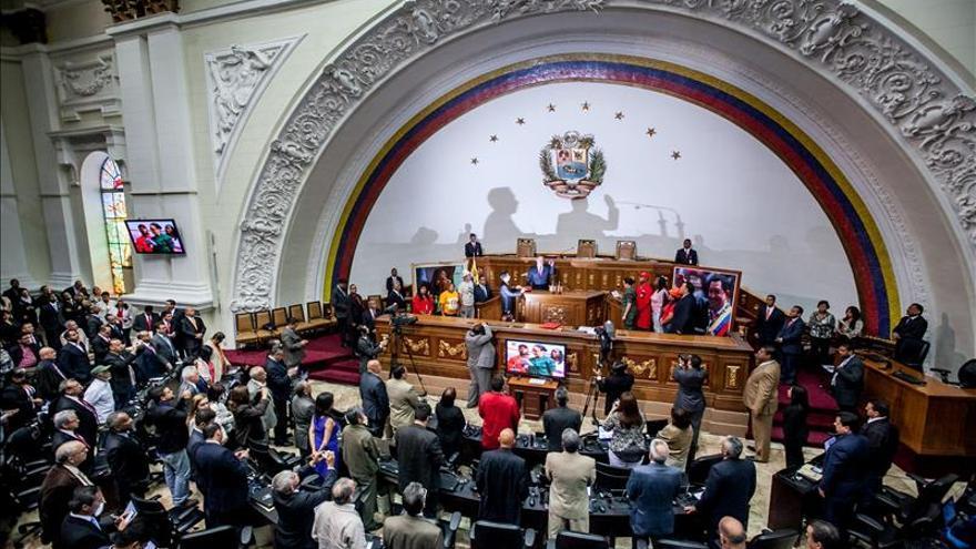 El Parlamento venezolano convoca a la última sesión antes de que la oposición tome el control
