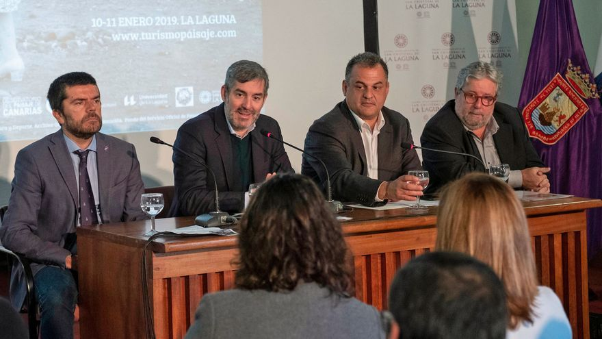 Fernando Clavijo, presidente del Gobierno de Canarias, y José Alberto Díaz, alcalde de La Laguna, con José Manuel Palerm a la derecha