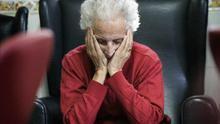 Qué pasa cuando el Alzheimer llega a una casa en la que no hay dinero