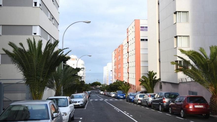 Imagen de una avenida del barrio santacrucero de Añaza, en una foto de archivo