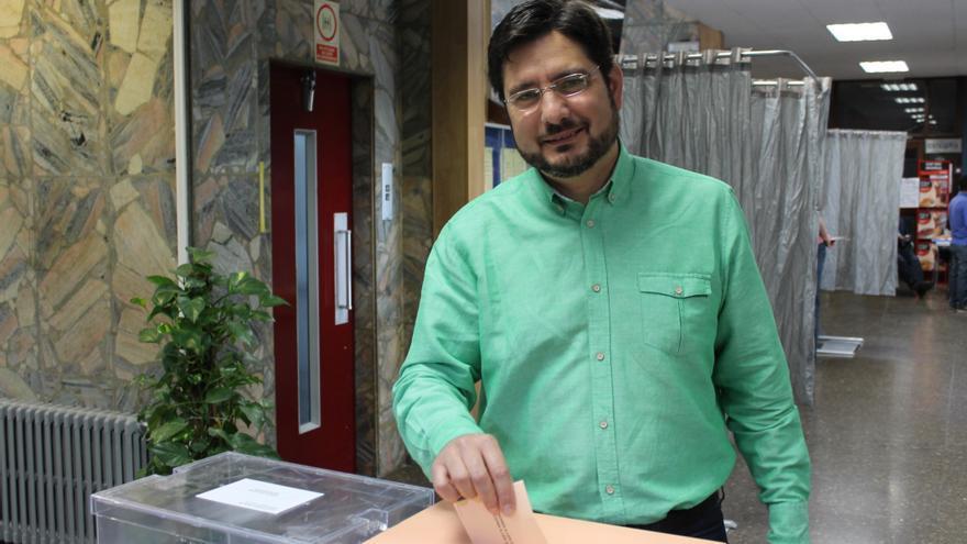 Ignacio Blanco (EU) vota en Valencia.