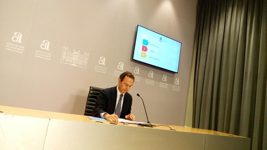 Carlos Castillo durante la presentación de los presupuestos este lunes
