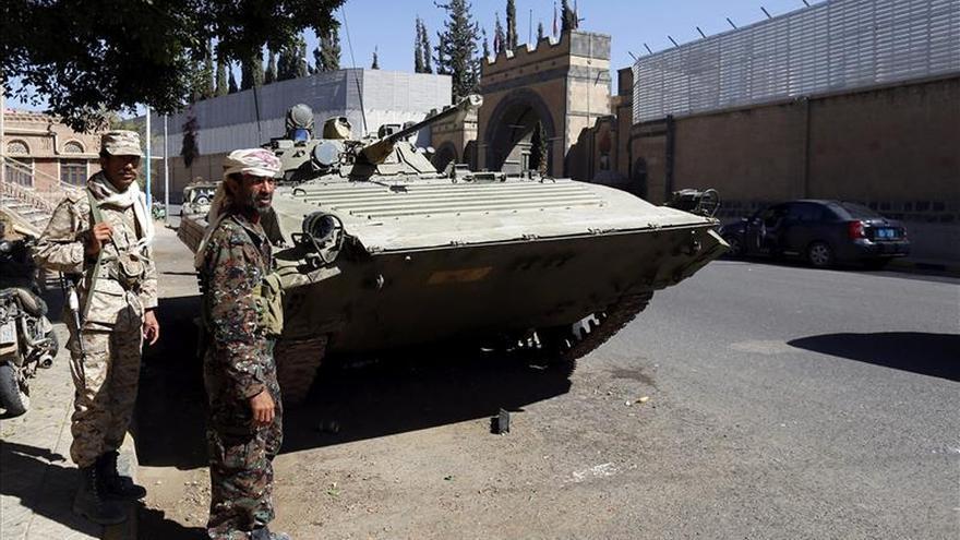 Los hutíes toman una base militar de las fuerzas especiales cerca de Saná