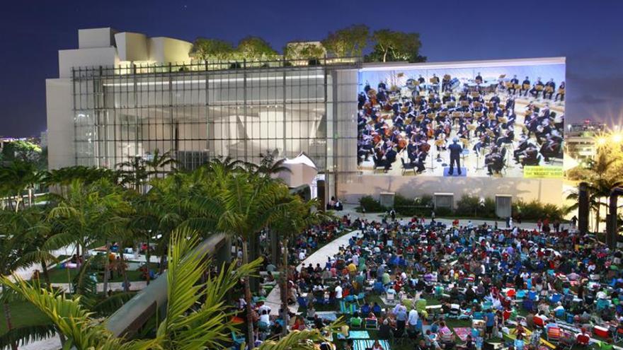 El New World Center de Miami Beach, un barco cubista varado en la playa
